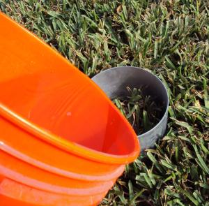 Fill the Turf-Tec Insect Flotation Sampler with soapy water and allow to stand for 3-5 minutes