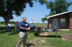 Here is Dr. Jason Kruse from the University of Florida speaking at the Field Day and demonstration different diagnostic techniques like the Turf-Tec IPM Scope.